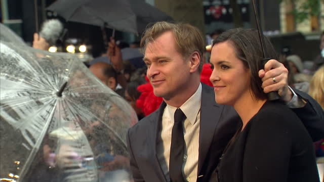 vídeos y material grabado en eventos de stock de christopher nolan signing autographs and posing for photo op on red carpet on new superman film man of steel premiere in leicester square christopher... - superman superhéroe