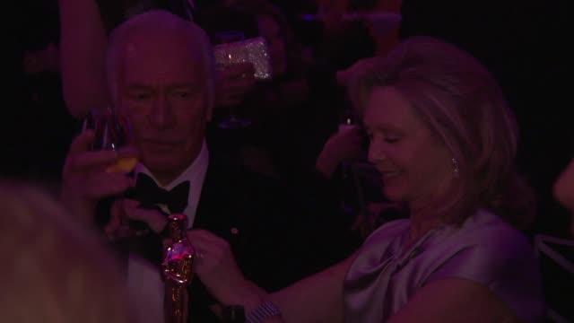 vídeos y material grabado en eventos de stock de christopher plummer at 2012 governors ball on 2/26/12 in hollywood ca - christopher plummer