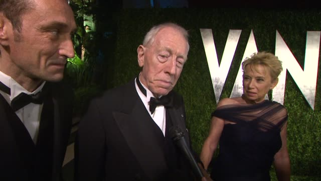 vídeos y material grabado en eventos de stock de christopher plummer on liking billy crystal and the awards show this year interview christopher plummer on liking billy cry at sunset tower on... - christopher plummer