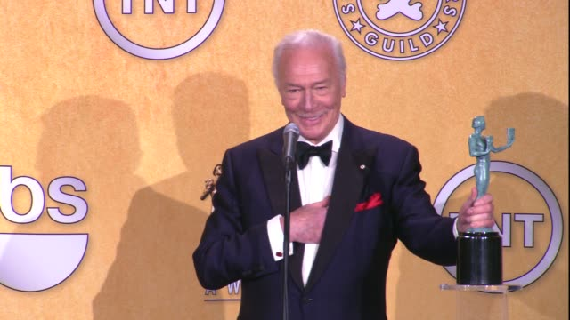 vídeos y material grabado en eventos de stock de christopher plummer on the event and winning a sag award for male actor in a supporting role at 18th annual screen actors guild awards press room on... - christopher plummer