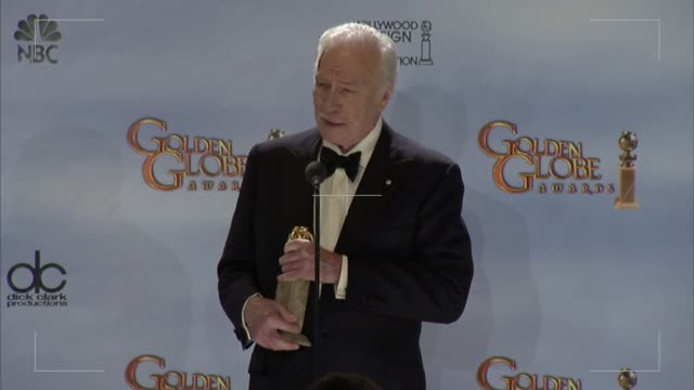vídeos y material grabado en eventos de stock de christopher plummer on the nice things said about him at the awards at 69th annual golden globe awards press room on 1/15/2012 in beverly hills ca - christopher plummer