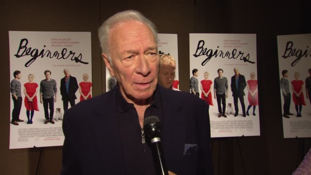 vídeos y material grabado en eventos de stock de christopher plummer talks about what attracted him to the script and what he related to in his character at the focus features presents new york... - christopher plummer