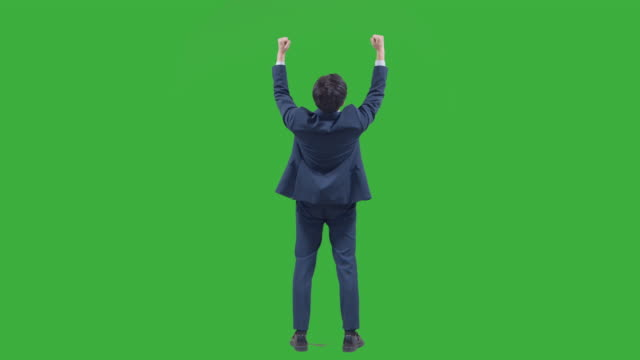 vídeos de stock e filmes b-roll de chroma key - businessman turning back and cheering up as clenching his fists - de corpo inteiro
