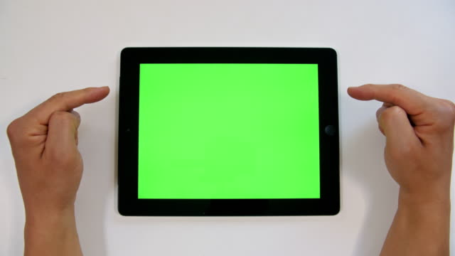 stockvideo's en b-roll-footage met 4k: chromakey op tablet apparaat - table top view