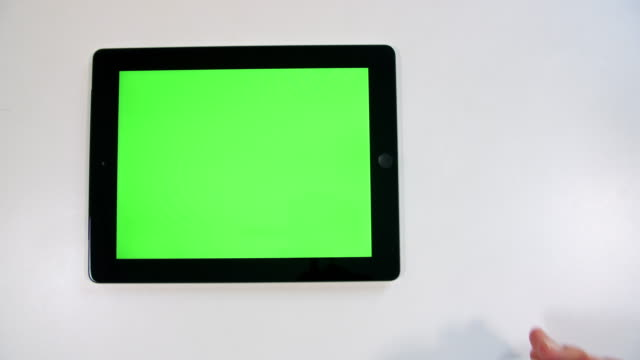 stockvideo's en b-roll-footage met chroma key tablet pc-scherm - table top shot