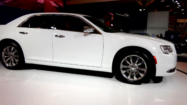 chrysler 300c in the canadian international autoshow which is canada's largest automotive show held annually at the metro toronto convention centre - strategia di vendita video stock e b–roll