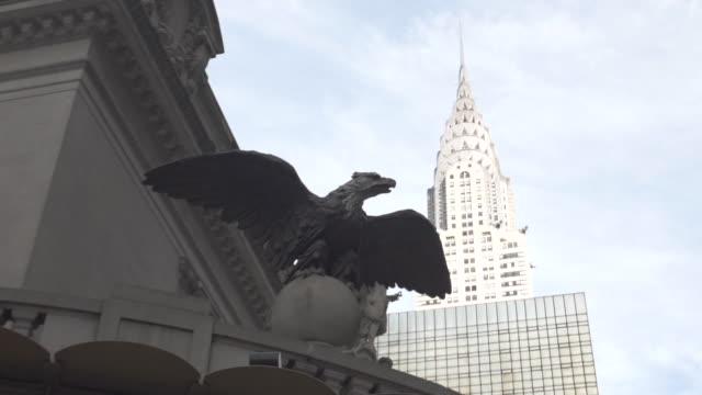 chrysler building establishing shot new york city - chrysler building stock videos & royalty-free footage