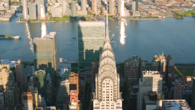"stockvideo's en b-roll-footage met ""ws aerial ts of chrysler building / new york city, united states"" - metlife building"