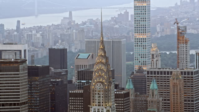 aerial chrysler building, nyc - chrysler building stock-videos und b-roll-filmmaterial