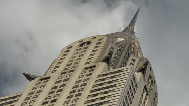 t/l cu la chrysler building with clouds rushing over spire / new york city, usa - chrysler building stock videos & royalty-free footage