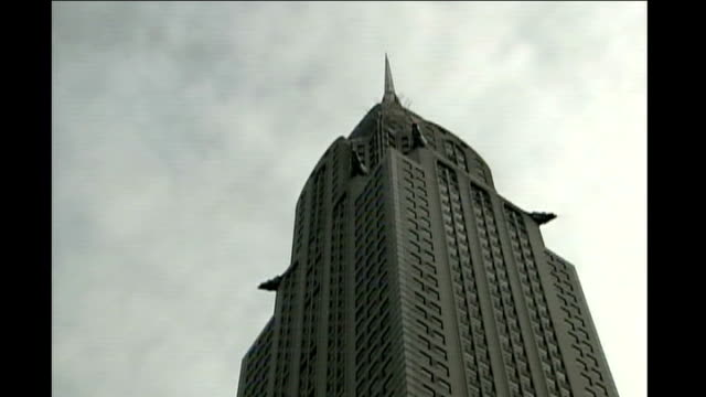 Chrysler building Reporter to camera