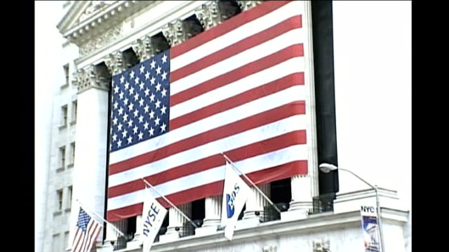 stockvideo's en b-roll-footage met wall street ext exterior of new york stock exchange man speaking on mobile phone financial information board - chrysler