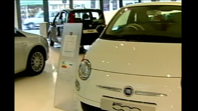 stockvideo's en b-roll-footage met chrysler files for bankruptcy r05030916 london int fiat cars in showroom close up fiat logo on front of car exterior of fiat car dealership showroom - chrysler