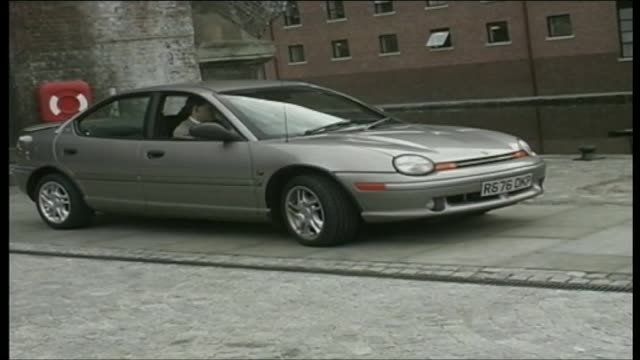 stockvideo's en b-roll-footage met chrysler neon - chrysler