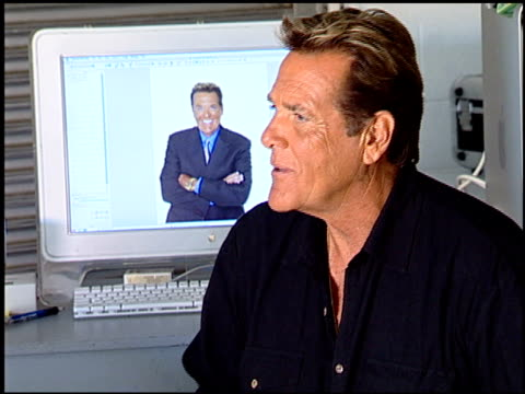 chuck woolery at the legendary game show gurus launch of the '$250,000 ultimate game show' at null in los angeles, california on august 31, 2007. - gioco televisivo video stock e b–roll