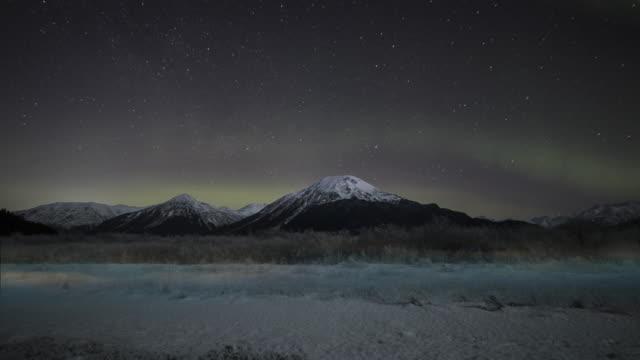 chugack state park in alaska mountains with aurora. - polarklimat bildbanksvideor och videomaterial från bakom kulisserna