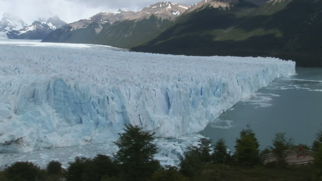 WS, HA, Chunk of ice from Perito Moreno Glacier falling into water, Los Glaciares National Park, Patagonia, Argentine