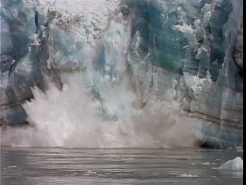 SLO MO, CU, ZO, Chunks of ice calving off face of glacier and crashing into water, Hubbard Glacier, Yukutat Bay, Alaska, Yukon Territory, USA/Canada