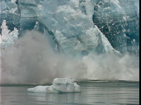 SLO MO, MS, PAN, Chunks of ice calving off face of glacier and crashing into water, Hubbard Glacier, Yukutat Bay, Alaska, Yukon Territory, USA/Canada