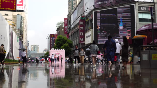 vídeos de stock, filmes e b-roll de chunxi road is the traditional business district in chengdu the busiest shopping downtown chengdu the capital of sichuan province is the fastest... - produto interno bruto