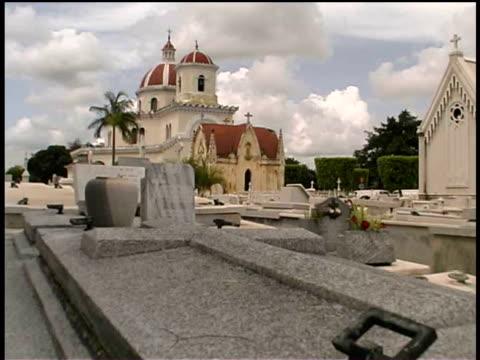 ms, church at necropolis cristobal colon, havana, cuba  - solfjäderspalm bildbanksvideor och videomaterial från bakom kulisserna