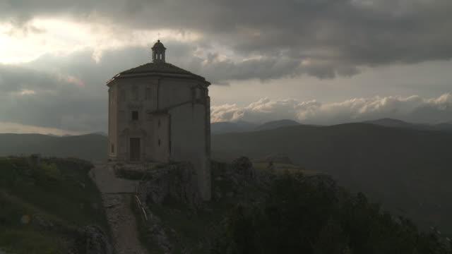 MS Church di Santa Maria de la Pieta with Appearance of sun / Rocca Calascio, Abruzzo, Italie