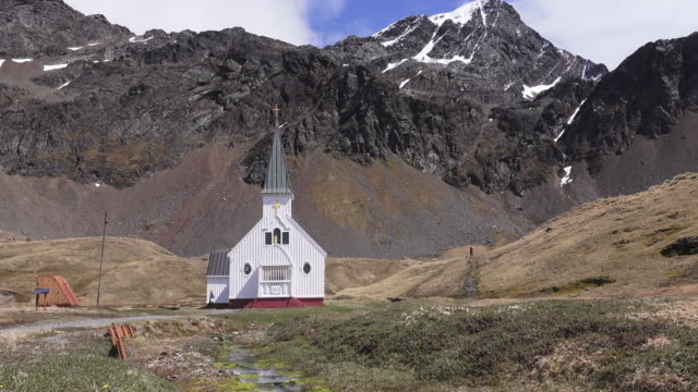 church, grytviken, south georgia, southern ocean - insel south georgia island stock-videos und b-roll-filmmaterial