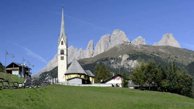 church in front of langkofel mountain - langkofel stock videos & royalty-free footage