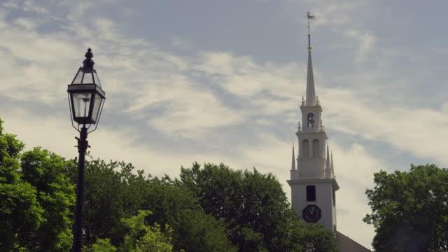 church in newport rhode island time lapse with clouds. - tornspira bildbanksvideor och videomaterial från bakom kulisserna