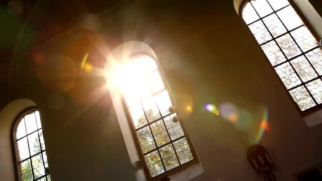 vídeos de stock, filmes e b-roll de a church in i̇pthausen germany - igreja