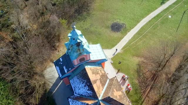 vídeos y material grabado en eventos de stock de iglesia en el bosque - liubliana