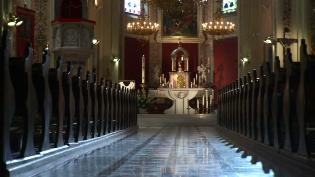 stockvideo's en b-roll-footage met hd dolly: church interior - katholicisme