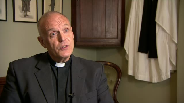 church of england 'colluded' to hide bishop's sexual abuse for years report finds location unkown int reverend graham sawyer set up shots at computer... - anglikanismus stock-videos und b-roll-filmmaterial