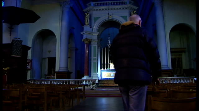 church of england launch text service during lent; int reporter along in church to take seat - 四旬節点の映像素材/bロール