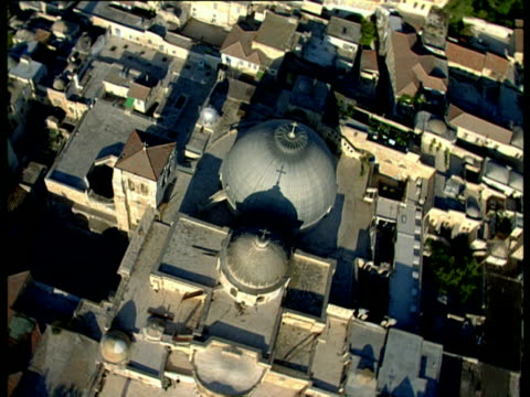 aerial ws church of holy sepulchre in old city of jerusalem, israel - 聖地パレスチナ点の映像素材/bロール