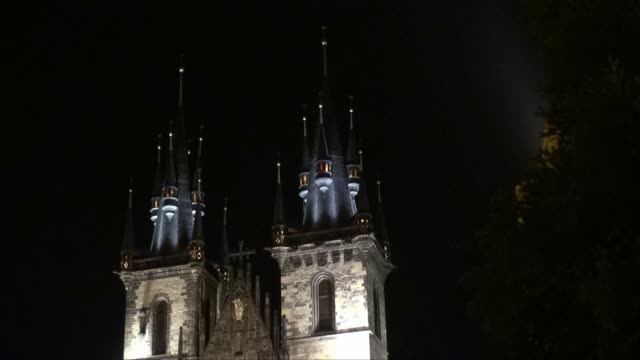 church of our lady before tyn in prague at night - tyn church stock videos & royalty-free footage