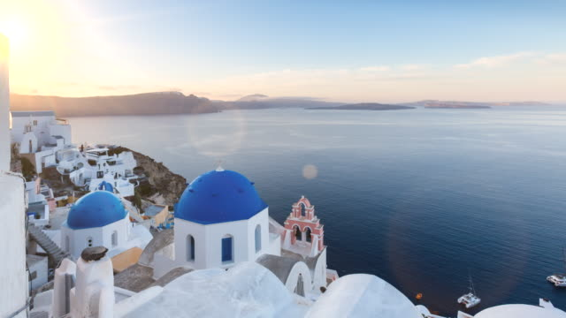 ws church of panagia overlooking mediterranean sea - insel santorin stock-videos und b-roll-filmmaterial