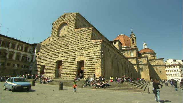 church of san lorenzo, florence, italy - 階段点の映像素材/bロール