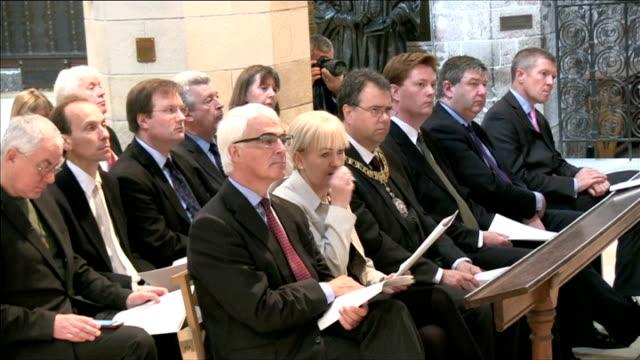 stockvideo's en b-roll-footage met church of scotland post referendum service of unity; john swinney msp sot / cutaways include david steel - david steel politiek