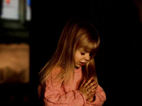 教会の礼拝 - 聖書点の映像素材/bロール