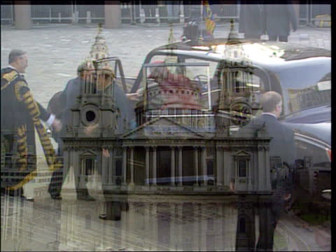 london st paul's cathedral gv cathedral queen elizabeth ii greeted as out royal limousine cms smiling queen up steps - limousine luxuswagen stock-videos und b-roll-filmmaterial