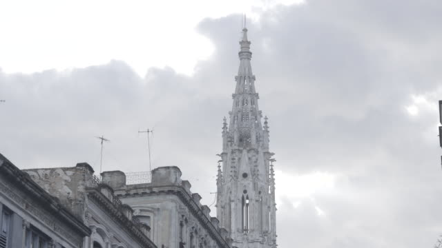stockvideo's en b-roll-footage met church spire on overcast day - torenspits