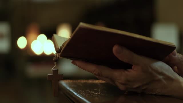 vídeos de stock, filmes e b-roll de igreja - religião
