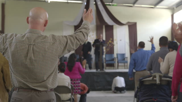 churchgoers singing, wide shot - religious mass stock videos & royalty-free footage