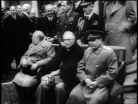 vidéos et rushes de churchill fdr stalin in coats sitting at yalta conference / fdr smiling / ussr / news - 1945