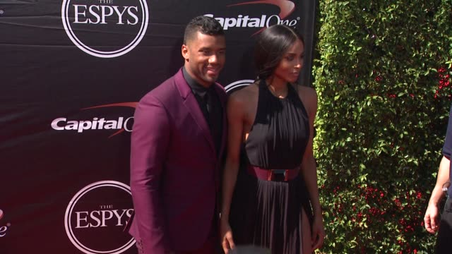 vídeos de stock e filmes b-roll de ciara and russell wilson at the 2015 espys at microsoft theater on july 15, 2015 in los angeles, california. - microsoft theater los angeles