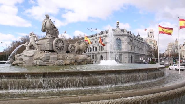 cibeles fountain in plaza cibeles, madrid, spain, europe - スペイン国旗点の映像素材/bロール