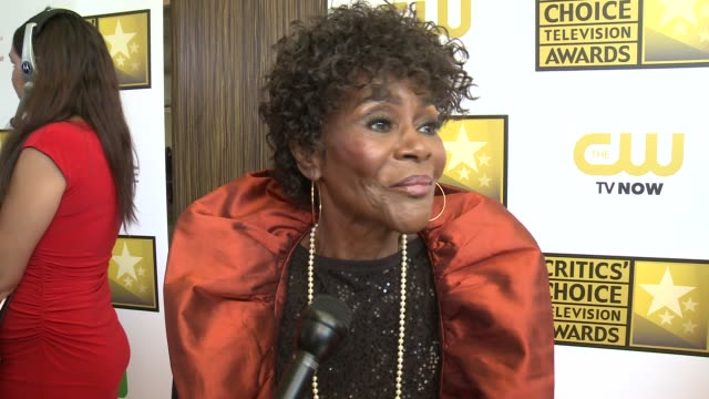 interview cicely tyson on being nominated for this award for the first time at the 2014 critics' choice television awards at the beverly hilton hotel... - the beverly hilton hotel stock videos & royalty-free footage