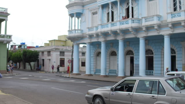 cienfuegos, cuba: jose marti park, the corner of the ferrer palace - kolonialstil stock-videos und b-roll-filmmaterial