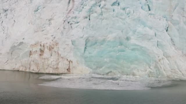científicos de la nasa aseguran que el hielo de groenlandia definitivamente se esta derritiendo en medio de altas temperaturas registradas en el... - planeta stock videos & royalty-free footage